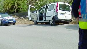 Carrinha atingida com dois tiros por homens que viajam de moto