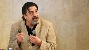Morreu o jornalista e escritor Mário Contumélias