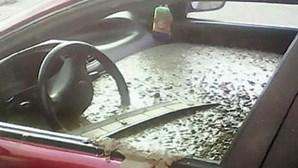 Marido despeja cimento no carro da mulher