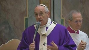 Papa Francisco visita Egito em veículo não blindado