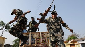 Rebeldes maoístas matam pelo menos 24 paramilitares na Índia