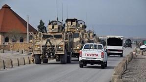 Carro bomba faz cinco mortos em base militar no Afeganistão