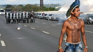 Confrontos entre índios e polícia no Brasil