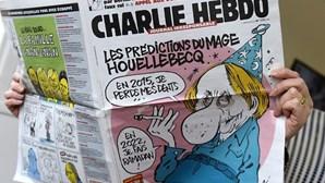 Bandeira francesa queimada no Paquistão contra caricaturas no Charlie Hebdo