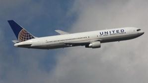 Avião da United Airlines que saiu de Amesterdão com destino aos EUA declara emergência no Reino Unido
