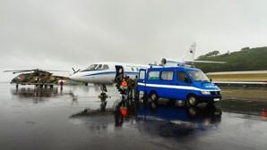 Força Aérea resgata dois feridos graves no mar