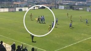 Jogador da equipa de Macaco agride árbitro durante jogo