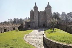 o imponente castelo de Santa Maria da Feira