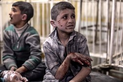 Crianças sírias vivem horror após ataques