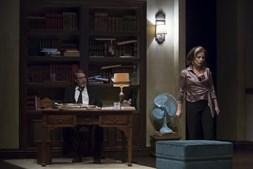 Diogo Infante e Alexandra Lencastre no palco do Teatro da Trindade, com a peça 'Quem Tem Medo de Virginia Woolf?'