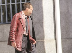 Roy de Carvalho, à esquerda, já cumpriu pena por roubo e tentativa de homicídio