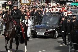 Agentes policiais e britânicos durante a cerimónia fúnebre de Keith Palmer