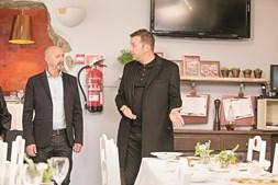 Edmundo, o proprietário do restaurante italiano Tomate, em Espinho, com o chef Ljubomir Stanisic