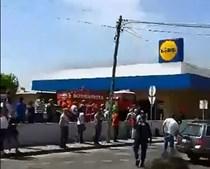 Aeronave caiu junto a supermercado