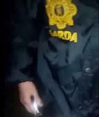 Vídeos mostram a mesma mulher a fazer sexo com os soldados e o agente