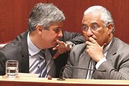 Ministro Mário Centeno e primeiro-ministro, António Costa, fazem contas aos funcionários visados pela progressão
