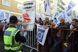 Dezenas de polícias protestam em Lisboa