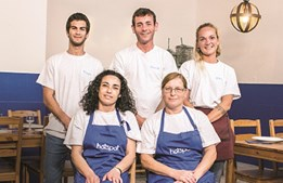 A equipa do chef David, no restaurante Hot Spot, de Peniche