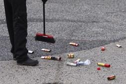 Marcas que ficaram no local onde foi atropelado um adepto italiano