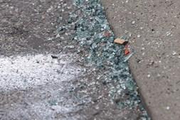 Marcas que ficaram no local onde um adepto italiano foi atropelado