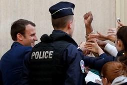 Candidatos presidenciais franceses agradecem aos eleitores a passagem à segunda volta