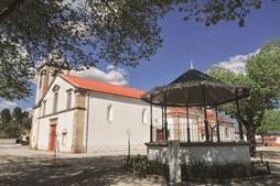 Fachada da Igreja Matriz e o coreto
