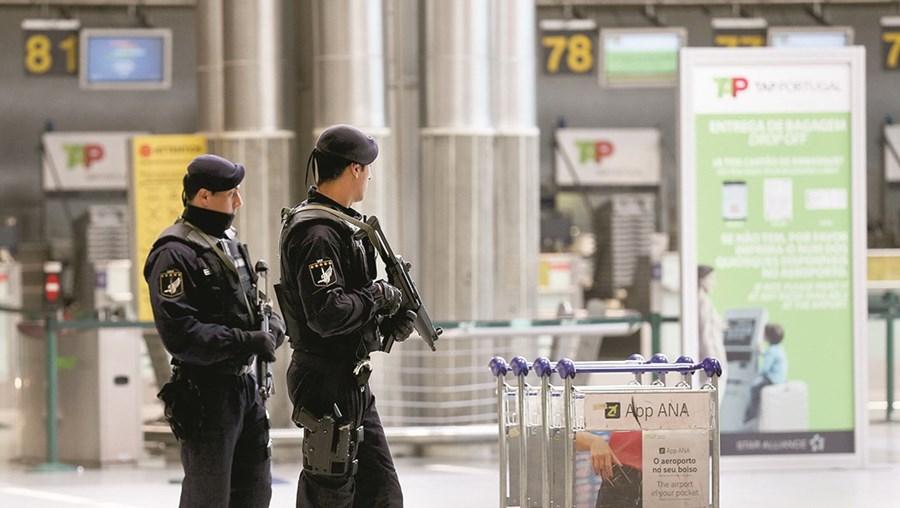 Trabalhadores de segurança privada dos aeroportos iniciam greve parcial