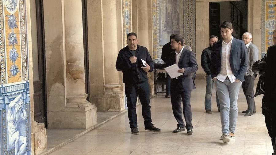 Alexandre Santos (à direita) não marcou ontem presença no Tribunal de Coimbra por estar a trabalhar na Suíça