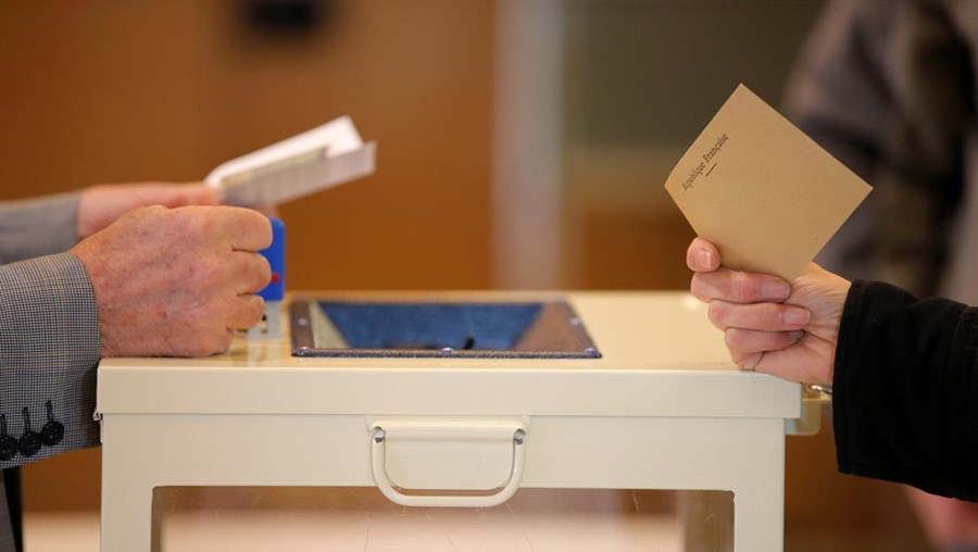 Urnas para as eleições presidenciais em França abriram às 8 da manhã