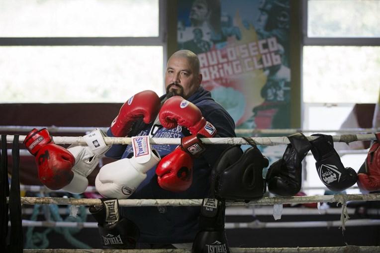 Paulo Seco tem 46 anos e lidera uma academia de boxe no Casal Ventoso, em Lisboa