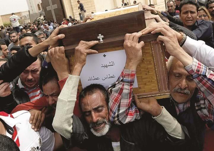 Ataques de domingo contra duas igrejas coptas fizeram 44 mortos