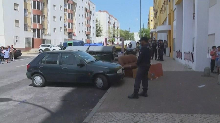 Recém-nascido morto foi encontrado dentro de um caixote do lixo no bairro da Boavista