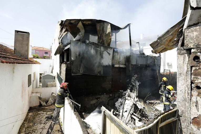 Os destroços do avião, no local onde se despenhou, em Tires, Cascais