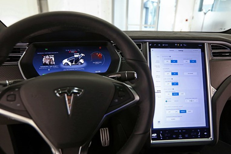 Tesla, Portugal, stand, Lisboa, carro, veículos, luxo, Centro Comercial das Amoreiras, SUV Model X