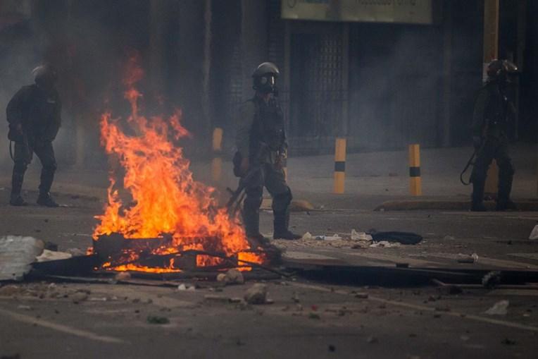 Imagens do segundo dia consecutivo de protestos na Venezuela