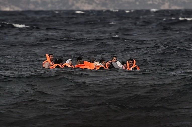 Migrantes tentam chegar à Europa