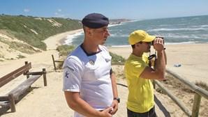 Fuzileiros patrulham praias de alto risco