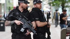 Polícia britânica detém mais dois suspeitos de ligação ao atentado