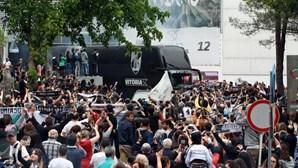 Loucura em Guimarães antes da partida para Lisboa