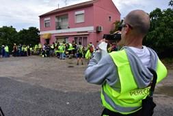 Milhares de peregrinos estão a caminho do Santuário de Fátima, onde vai estar o Papa Francisco