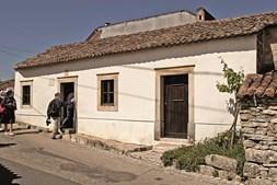 A casa de Francisco e Jacinta é modesta, como as outras da aldeia