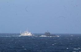 O submarino russo e o rebocador