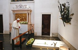 papa, pastorinhos, túmulo, fátima, santuário, francisco