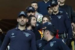 Salvador Sobral foi escoltado por um grande número de agentes da polícia