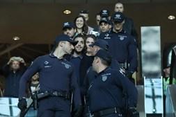 A polícia acompanhou todos os movimentos do artista