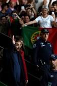 Salvador acenou às centenas de pessoas que o receberam em Lisboa
