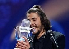 Salvador Sobral, vencedor do Festival da Eurovisão da Canção de 2017, com o tema 'Amar pelos Dois'
