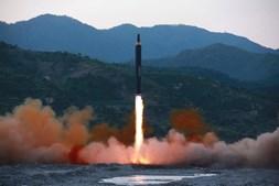 Míssil Hwasong-12 foi lançado pela Coreia do Norte par o mar do Japão