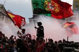 Mar vermelho espera Benfica nos Paços do Concelho de Lisboa