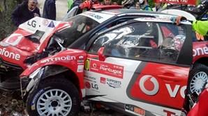 Carro do piloto José Pedro Fontes ficou destruído em despiste no Rali de Portugal